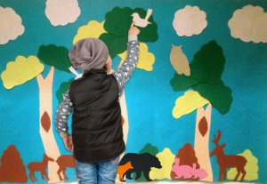forest felt wall from Em Is Crafty | Buy a Craft, Feed a Baby