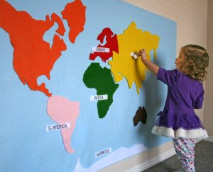 World Map felt wall from Em Is Crafty | Buy a Craft, Feed a Baby